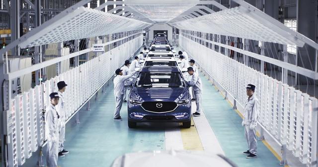 Nhờ được sản xuất và lắp ráp trong nước nên giá bán các sản phẩm xe Mazda luôn ổn định, khách hàng không phải trả tiền thêm để mua phụ kiện kèm theo.