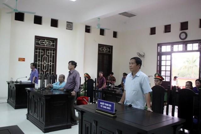 Tòa án tuyên buộc VKSND tỉnh Quảng Trị bồi thường hơn 1,7 tỷ đồng cho vợ chồng già oan sai 10 năm.