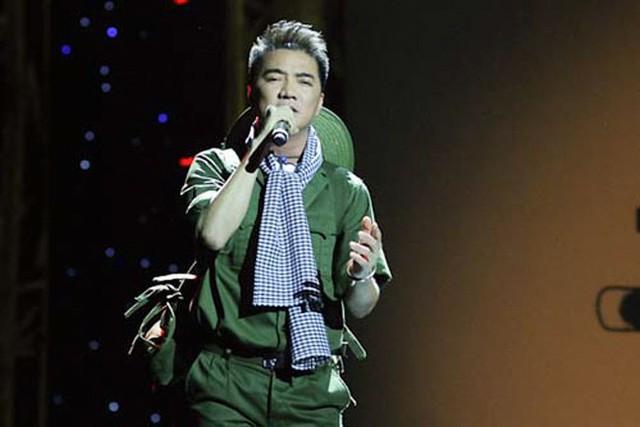 Dù hát sai lời Chiếc vòng cầu hôn tại Bài hát yêu thích tháng 10/2013 nhưng ca sĩ Đàm Vĩnh Hưng vẫn giành giải Bài hát của năm nhờ lượng bình chọn của khán giả.