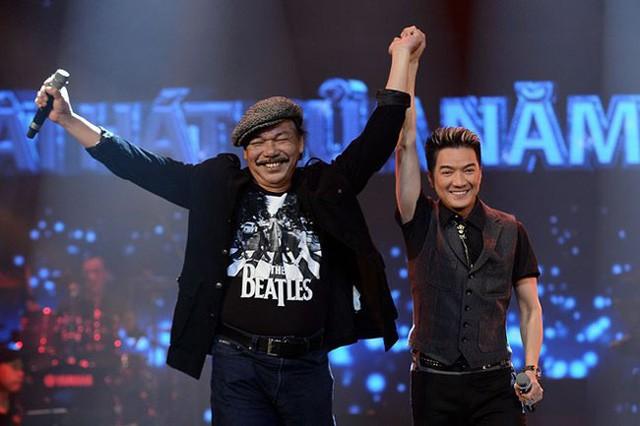 Tác giả ca khúc, nhạc sĩ Trần Tiến cũng vui vẻ trước hiệu quả bất ngờ của ca khúc. Ông cùng Đàm Vĩnh Hưng lên nhận giải.