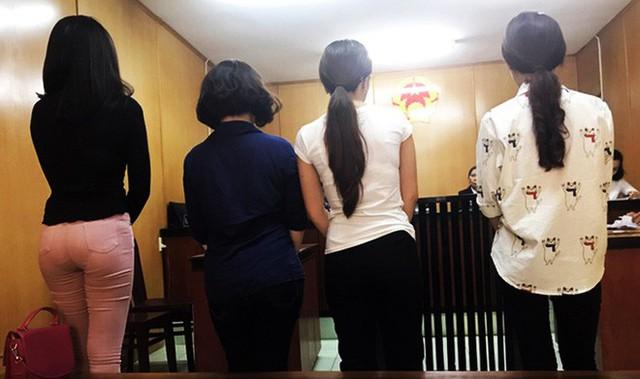 Các bị cáo trong phiển xử tại tòa.