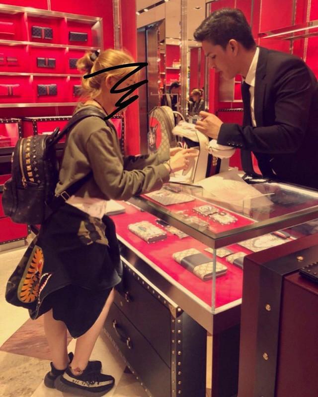Giao ghé thăm shop hàng hiệu ở Thái Lan