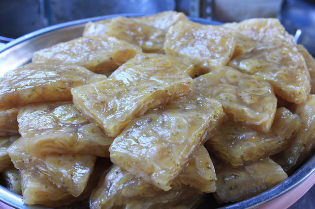 Bánh cuối hấp ăn kèm nước cốt dừa cho hương thơm quyến rũ.