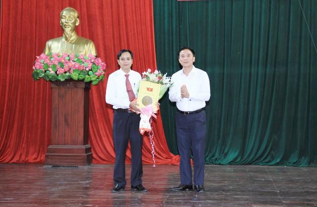 Ông Trần Duy Bình, Giám đốc Sở Thông tin và truyền thông giữ chức Bí thư Huyện ủy huyện Hà Trung