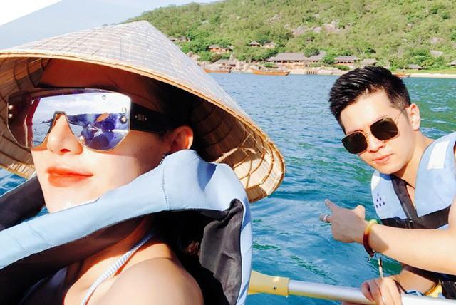 Lê Hà và bạn trai thường chia sẻ những hình ảnh tình tứ trên trang cá nhân và được nhiều fan khen nhìn xứng đôi, vừa lứa.