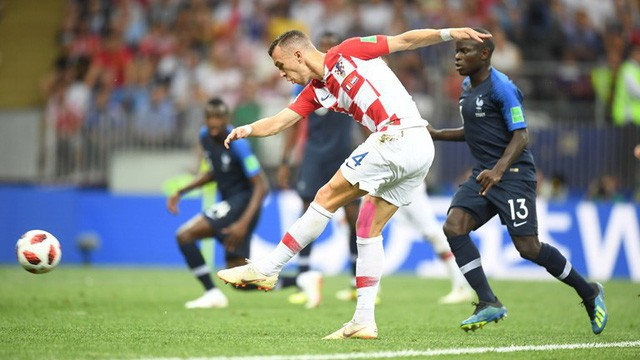 Khoảnh khắc Perisic gỡ hòa 1-1 cho Croatia ở phút 28