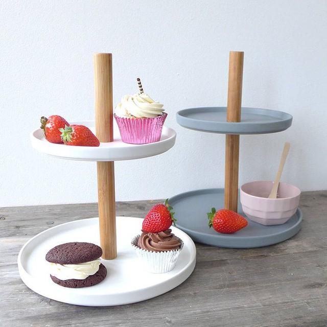 Bạn cũng có thể cân nhắc đến những mẫu khay đựng bánh ngọt bởi chúng vẫn thường xuất hiện trong mọi bữa tiệc trà đó.