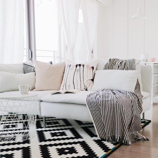 Không gian phòng khách đẹp ấn tượng với sự đối lập màu sắc.