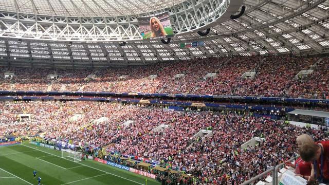 Bầu không khí tuyệt vời ở sân Luzhniki trước giờ bóng lăn