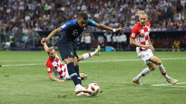 Mbappe luôn bị các hậu vệ Croatia kèm rất chặt
