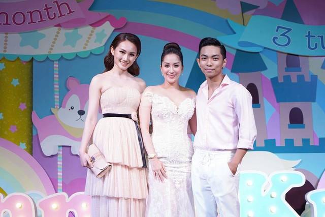 Cuối tuần qua vợ chồng Khánh Thi - Phan Hiển đã tổ chức bữa tiệc lớn của gia đình tại một khách sạn nổi tiếng tại TP. Hồ Chí Minh.