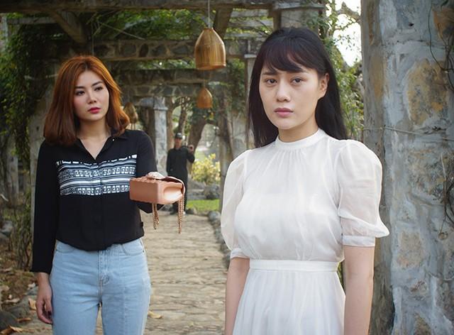 Phương Oanh và Thanh Hương (trái) trong phim Quỳnh búp bê.