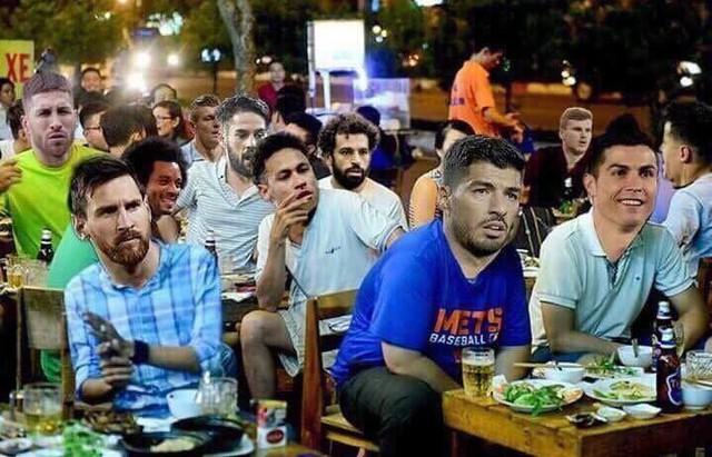 Tạm biệt World Cup sớm, dàn siêu sao sân cỏ ngậm ngùi ngồi nhà hóng trận chung kết kịch tính giữa đội tuyển Pháp và Croatia. Ảnh: FB.