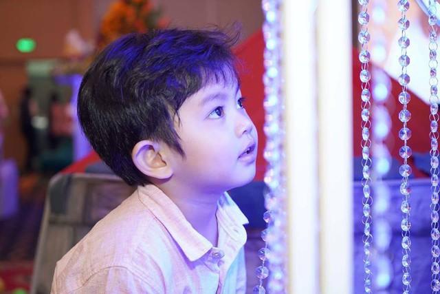 Được biết, Khánh Thi và Phan Hiển quyết định tổ chức tiệc lớn vì gia đình có quá nhiều chuyện vui. Chính vì thế, cả hai đã mở tiệc mừng tuổi sinh nhật lên 3 của Kubi và đầy tháng cho Anna.
