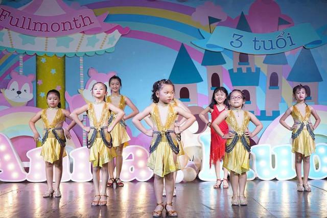 Rất nhiều học trò của Khánh Thi - Phan Hiển đã góp mặt trong buổi tiệc của thầy cô.