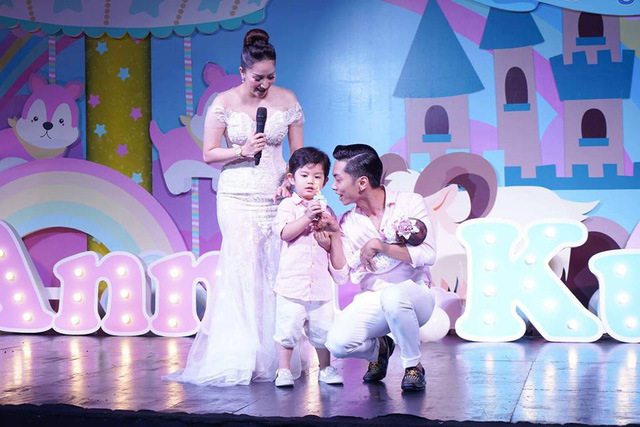 Gia đình 4 người hạnh phúc của Phan Hiển - Khánh Thi khiến nhiều người ngưỡng mộ.