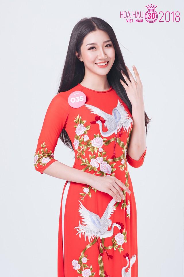 Tạ Huyền My trong chiếc áo dài đỏ