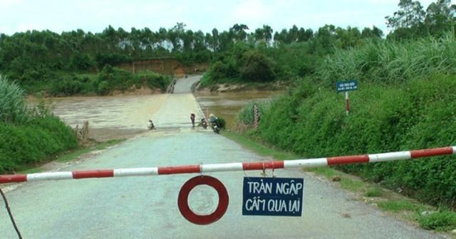 Cầu tràn xã Nghĩa Thịnh (Nghĩa Đàn) nước ngập sâu khoảng 1m