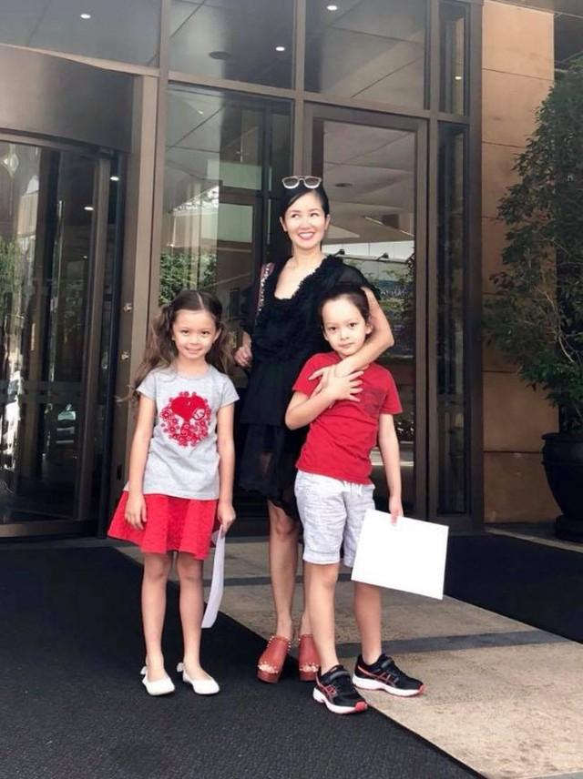 Hồng Nhung và hai bé Tôm - Tép.