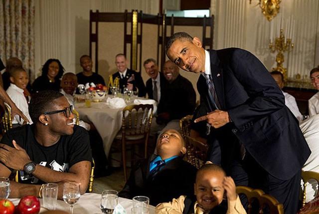 Obama - cựu tổng thống Hoa Kỳ - cũng là một cú đêm chính hiệu.