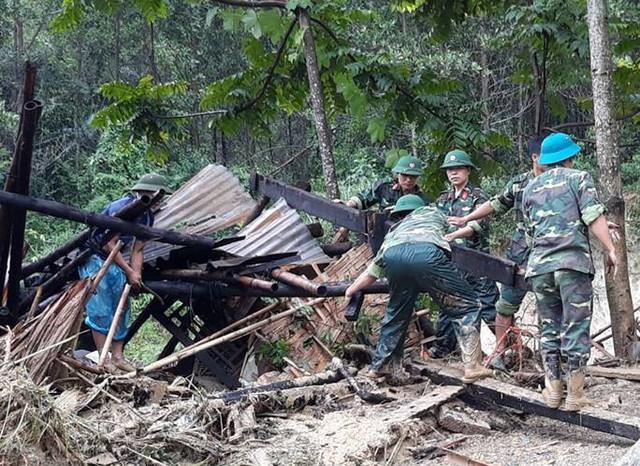 Lực lượng chức năng đang tìm kiếm 2 nạn nhân mất tích tại xã bản Hắc, xã Trí Nang