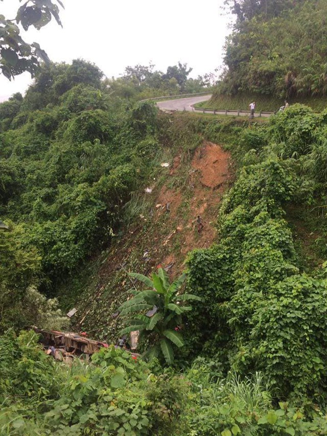 Khúc cua nơi chiếc xe khách giường nằm gặp nạn lao xuống vực sâu ở Cao Bằng. Ảnh: TL