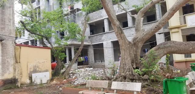 Một góc công trình Dự án Xây dựng công trình nhà hiệu bộ kết hợp các phòng chức năng Trường THPT Hiệp Hòa 1 mà nhà thầu Tân Thịnh đang thi công.