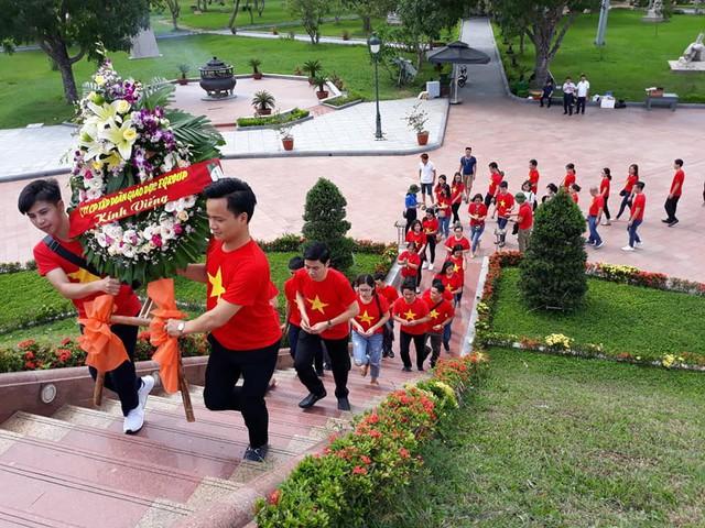 Đoàn Công ty cổ phần tập đoàn giáo dục Egroup dâng hương tri ân anh hồn các liệt sĩ ở đất lửa Quảng Trị