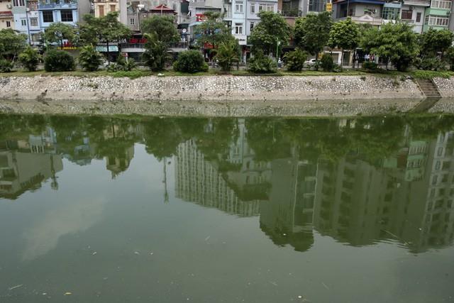 Sông Tô Lịch có chiều dài khoảng 14 km, chảy qua địa phận 6 quận, huyện của Hà Nội: Ba Đình, Cầu Giấy, Đống Đa, Thanh Xuân, Hoàng Mai, Thanh Trì.