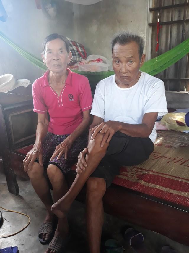 Vợ chồng bà Đậu Thị Xuân (72 tuổi) lo lắng cho tương lai của con gái và hai cháu nhỏ.