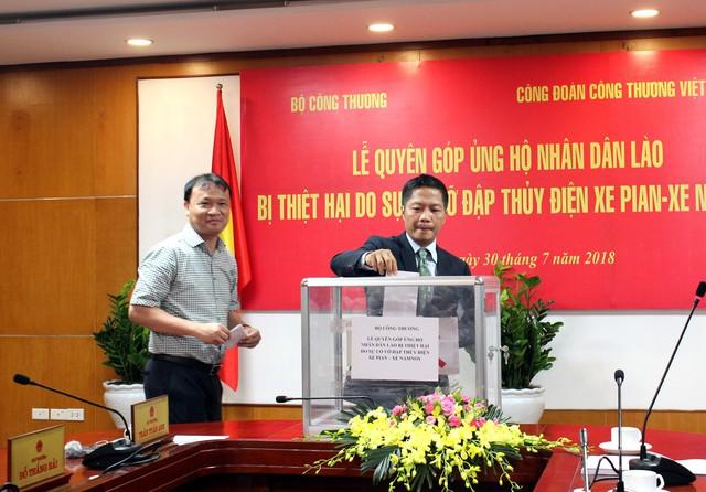 Bộ Công thương tổ chức quyên góp ủng hộ nhân dân Lào. Ảnh: TL