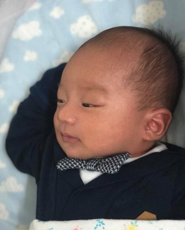 Cận cảnh gương mặt đáng yêu của con trai Lương Thế Thành - Thuý Diễm.