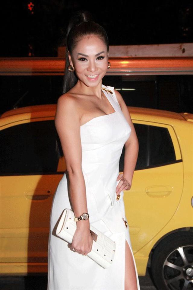 Trong một đêm Liveshow của Giọng hát Việt, Thu Minh gây choáng với nguyên cây đồ hiệu cùng chiếc đồng hồ kim cương có giá 1,1 tỉ đồng. Ảnh: H2N