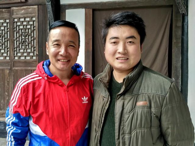 Thập niên 1990, Miêu Hải Trung quay phim tại phim trường Vô Tích. Trong đoàn phim phát sinh tranh cãi, Mieu Hải Trung đã lao ra can ngăn nhưng lại không ngờ khiến một người tử nạn. Nam diễn viên hầu tòa và lĩnh án 4 năm 6 tháng tù vì tội ngộ sát. Trong tù, Miêu Hải Trung cố gắng cải tạo để được trở lại với nghệ thuật. Hiện, Miêu Hải Trung là diễn viên quen thuộc trên màn ảnh.