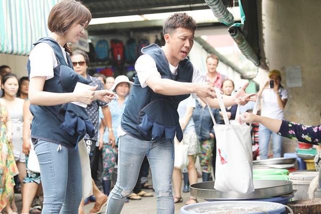 Vợ chồng A Xìn - Hari trong thử thách đi chợ và nấu bữa ăn đủ dinh dưỡng cho bà bầu.