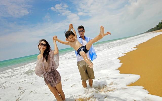 Các chuyên gia khuyến cáo, bảo vệ và giữ gìn sức khỏe cho trẻ thật tốt để có chuyến du lịch an toàn và vui vẻ. Ảnh minh họa