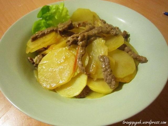 Không nên hâm nóng khoai tây sau khi nấu chín. Ảnh: Internet