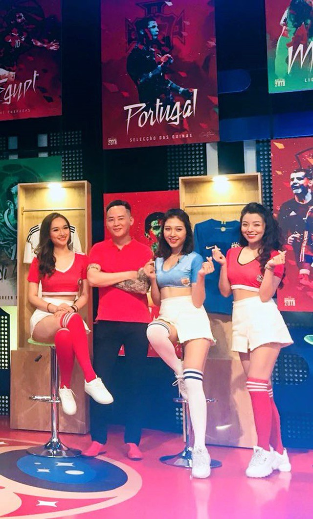 Tùng Dương cùng các hot girl chương trình Nóng cùng World Cup.