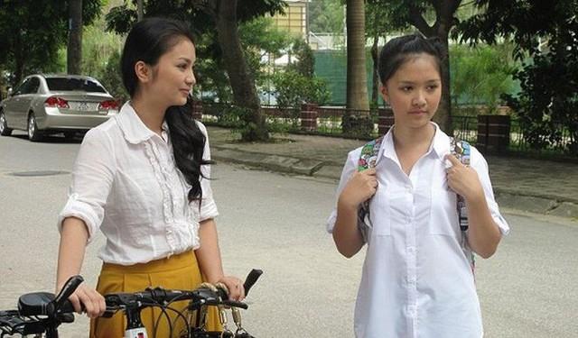 Hà Anh (phải) trong phim Bánh đúc có xương