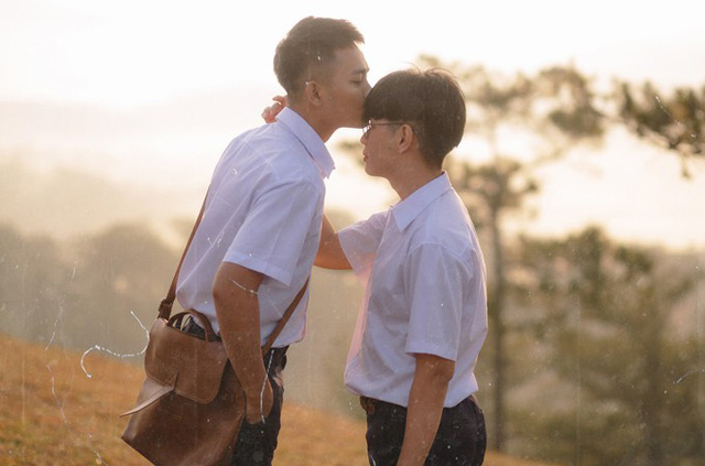 Đào Bá Lộc diễn cùng Anh Tú trong MV mới.