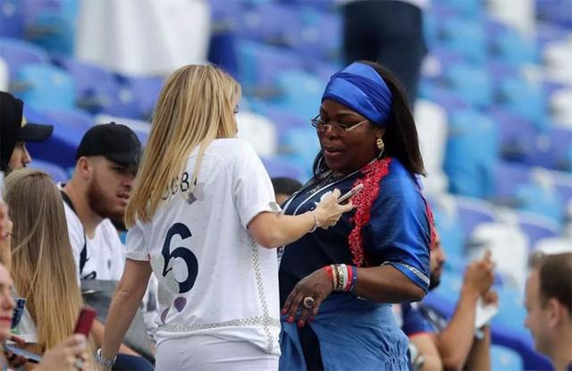 Mẹ chồng - con dâu thân thiết bên nhau. Pháp có trận thắng nhẹ nhàng 2-0 để giành vé chơi bán kết. Hai bàn thắng của Les Bleus do công của Varane và Griezmann.