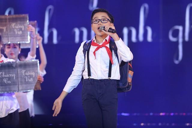 Ca sĩ nhí Minh Nhật mang đến hai ca khúc Thương ca tiếng Việt của Đức Trí và Tình ca của Phạm Duy.