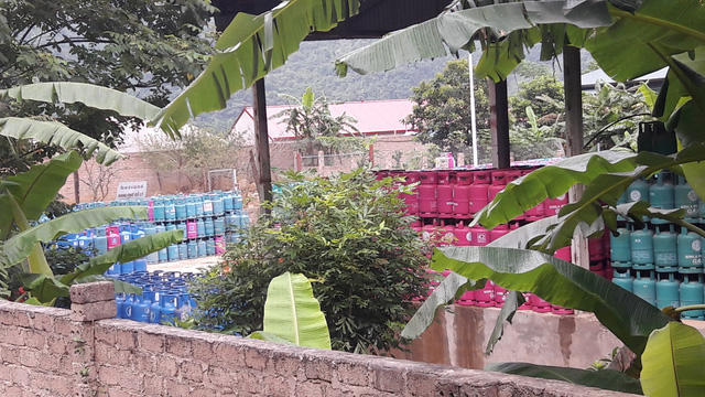 Khu vực lưu trữ bình gas tại bản Bun, thị trấn Nông trường Mộc Châu, Mộc Châu, Sơn La. (Ảnh: HC)