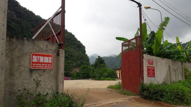 Cổng vào trạm của Công ty Chung Đức, bản Bun, Mộc Châu, Sơn La. (ảnh: HC)