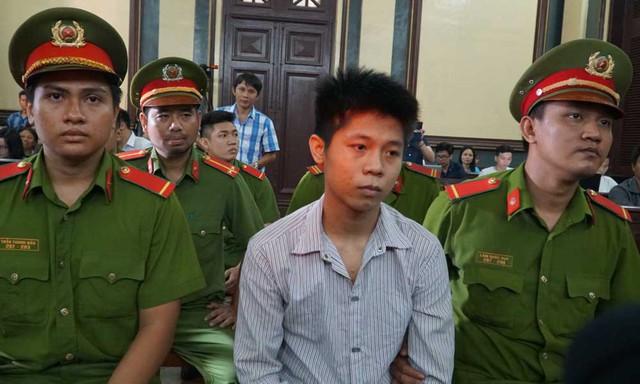 Bị cáo Nguyễn Hữu Tình tại tòa. Ảnh: Văn Châu