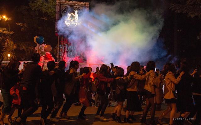 """Cư dân là bạn bè, hàng xóm láng giềng, người thân quen cùng nhau """"quẩy"""" đón năm mới tại Ecopark"""