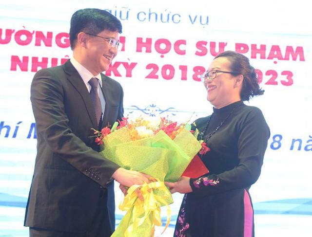 TS Nguyễn Thị Minh Hồng nhận quyết định bổ nhiệm. Ảnh: M.N.