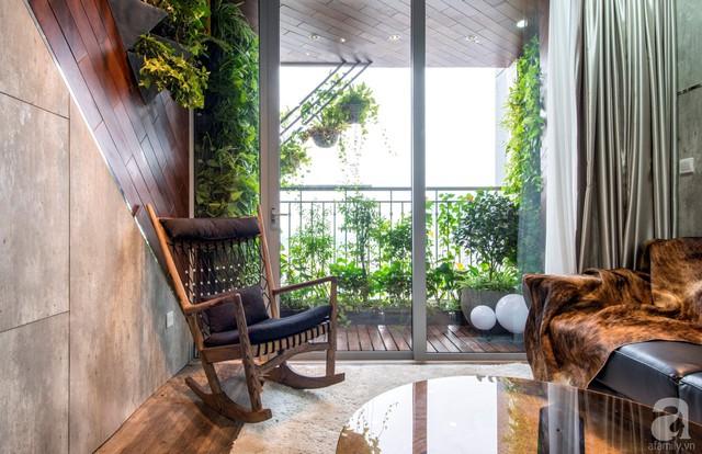 Góc tiếp khách đẹp như mơ với màu của gỗ làm gam màu chủ đạo. Thêm vào đó chính là điểm nhấn của việc ốp gỗ lên tường, thêm những mảng xanh vô cùng đặc biệt để tăng thêm nét gần gũi với tự nhiên.