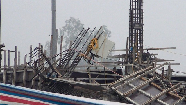 Hiện trường vụ sập giàn giáo công trình dự án bãi đỗ xe Việt Nhật khiến 3 công nhân tử nạn và nhiều người khác bị thương (ngày 17/1/2018 ). ảnh: PV