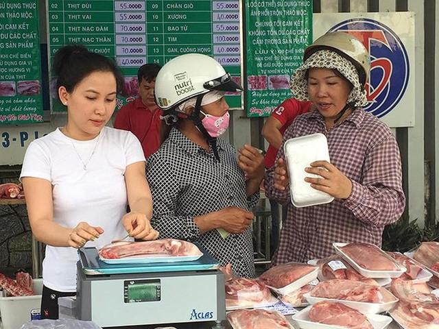 Giá thịt heo tăng cao khiến người tiêu dùng phải chi tiêu nhiều hơn và tác động rất lớn đến giá cả thị trường.